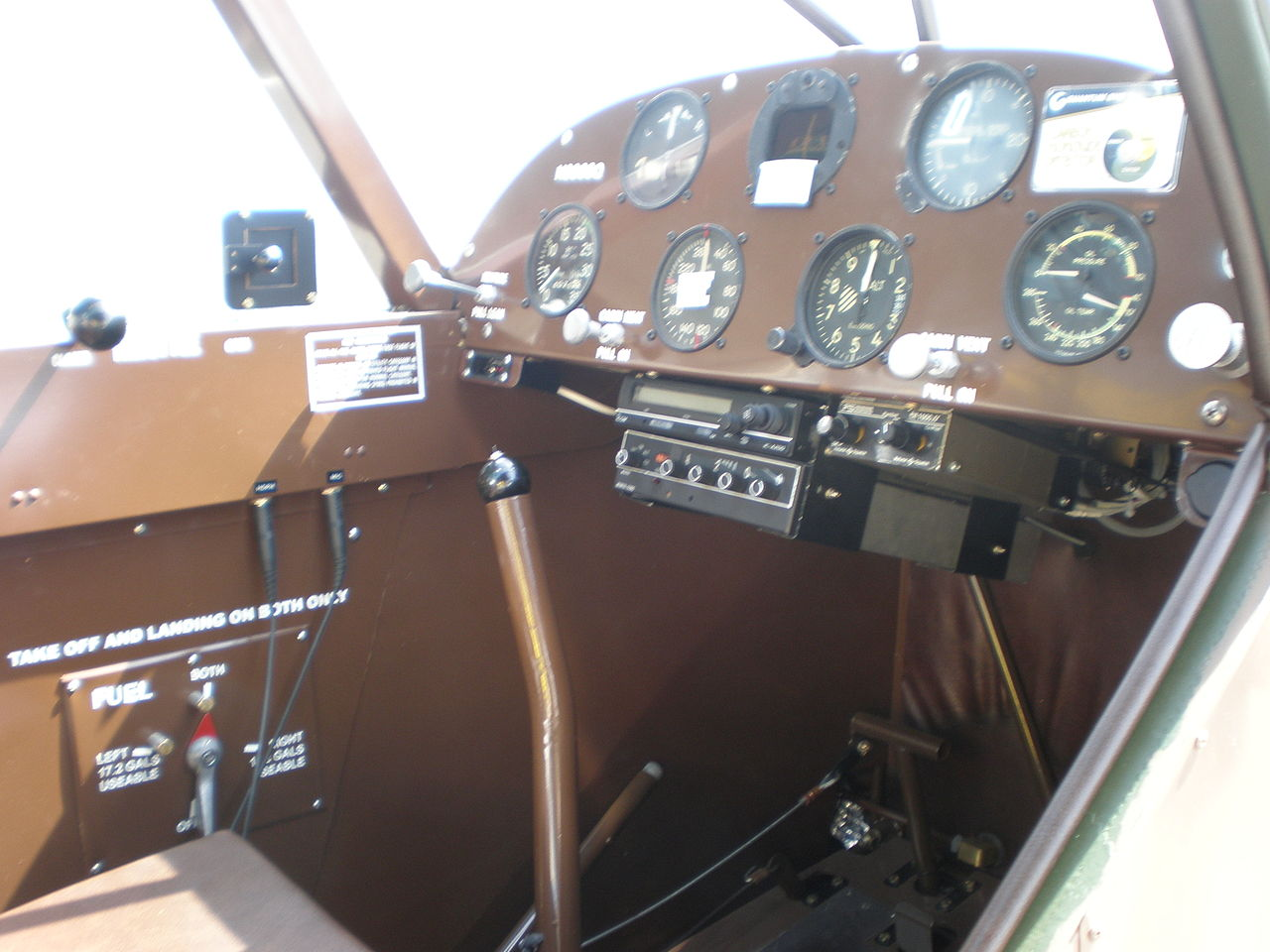 Piper PA-18 Super Cub (L-21B) - Cockpit