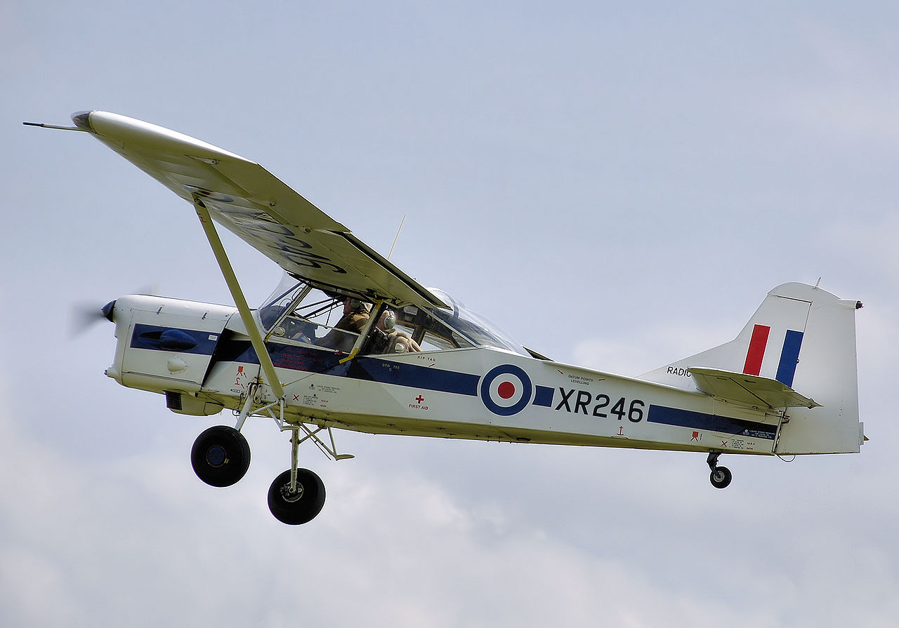 Auster AOP.9 de collection en vol