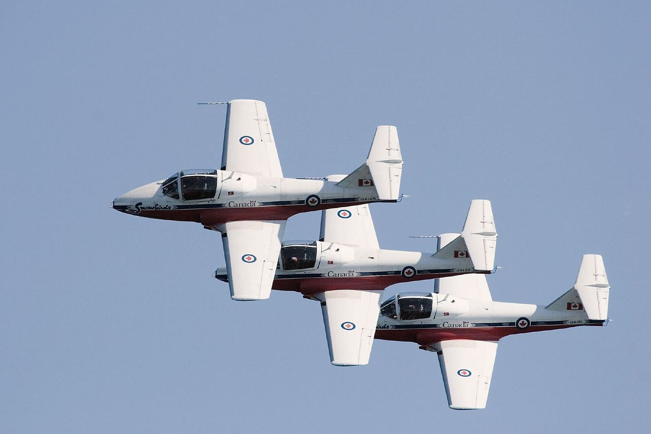 Canadair CL-41 Tutor (CT-114) de la patrouille canadienne Snowbirds en formation
