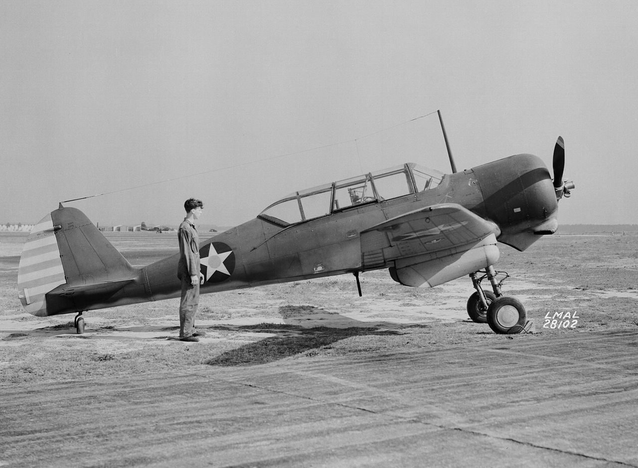 Curtiss-Wright CW-22 (SNC-1) au sol de profil