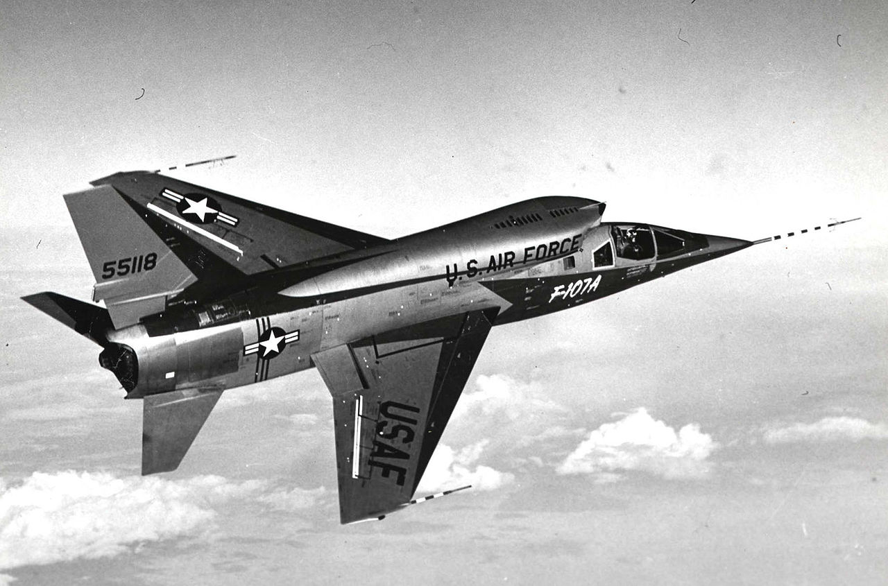 North American F-107A en vol