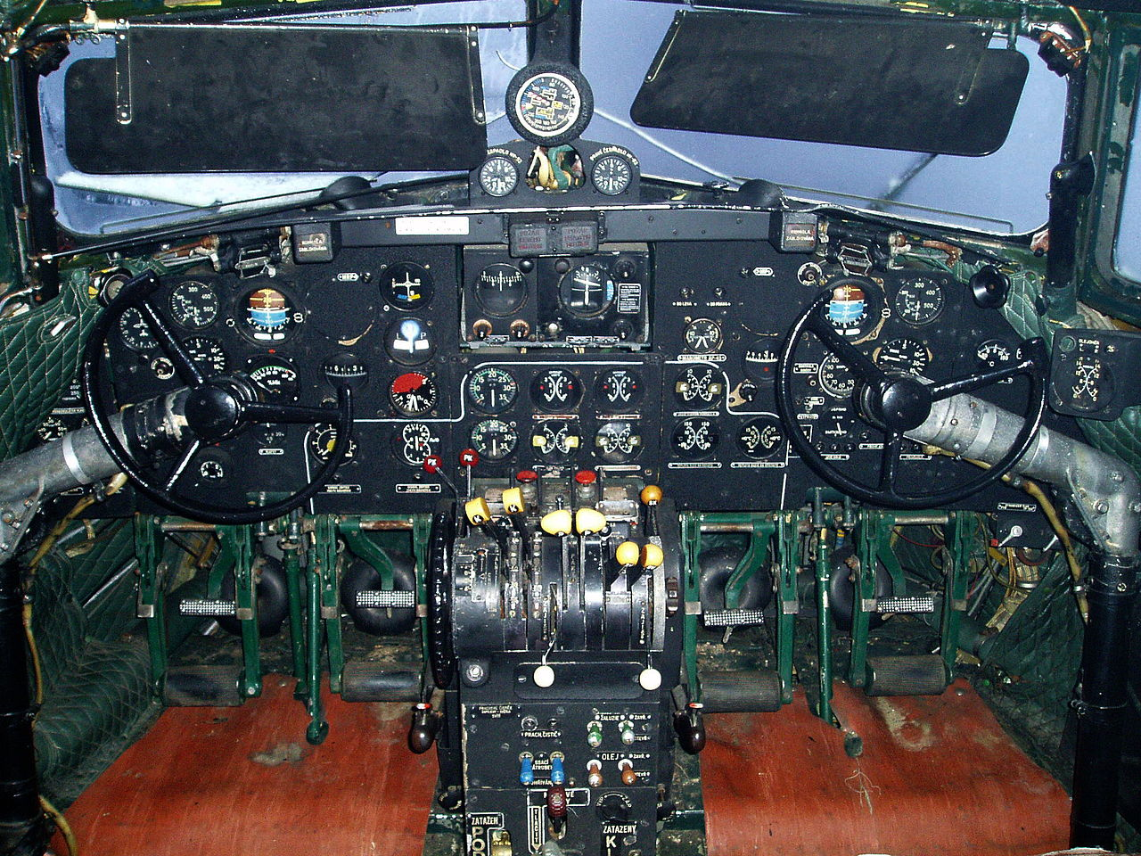 Iliouchine Il-14 Crate - Cockpit