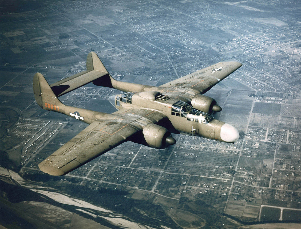 Northrop P-61A Black Widow de l'USAAF en vol