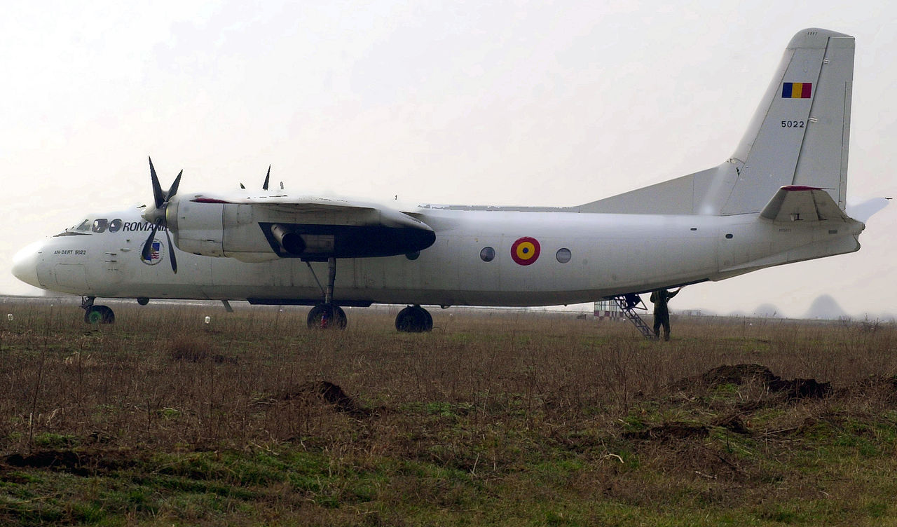 Antonov An-24RT roumain