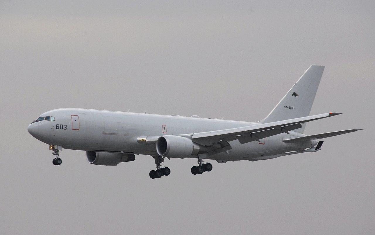 Boeing KC-767J japonais en vol train sorti