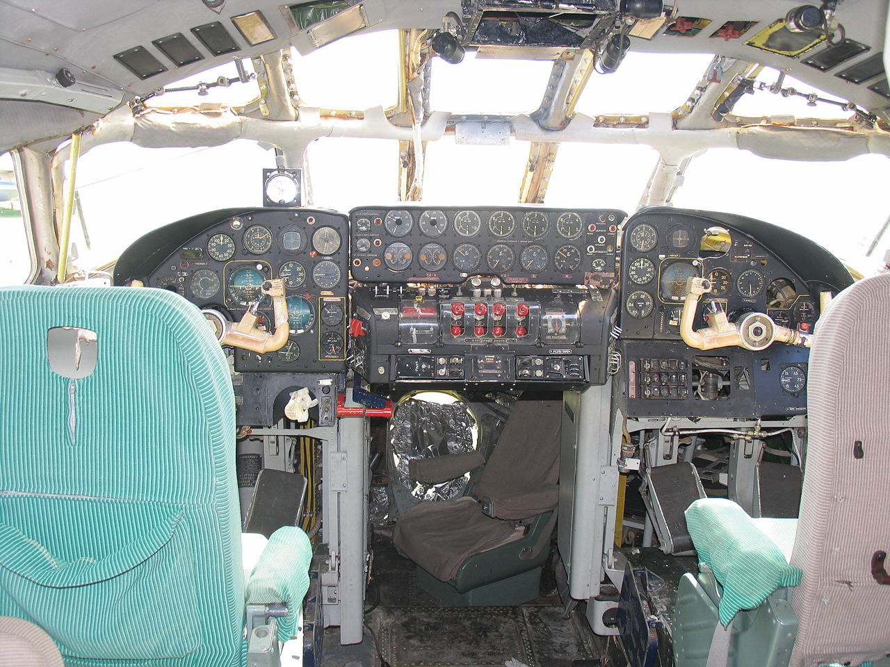 Tupolev Tu-114 Cleat - Cockpit