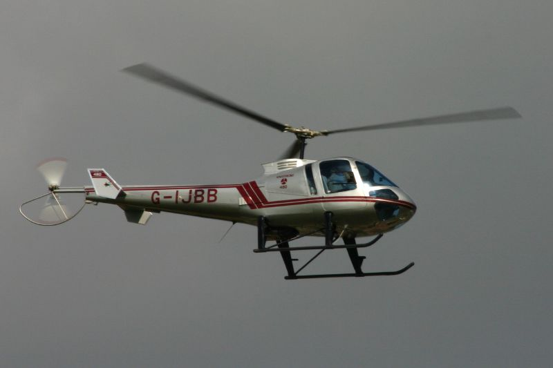 Enstrom 480 civil en vol