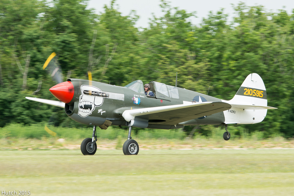 Curtiss P-40 Warhawk au décollage par Hutch