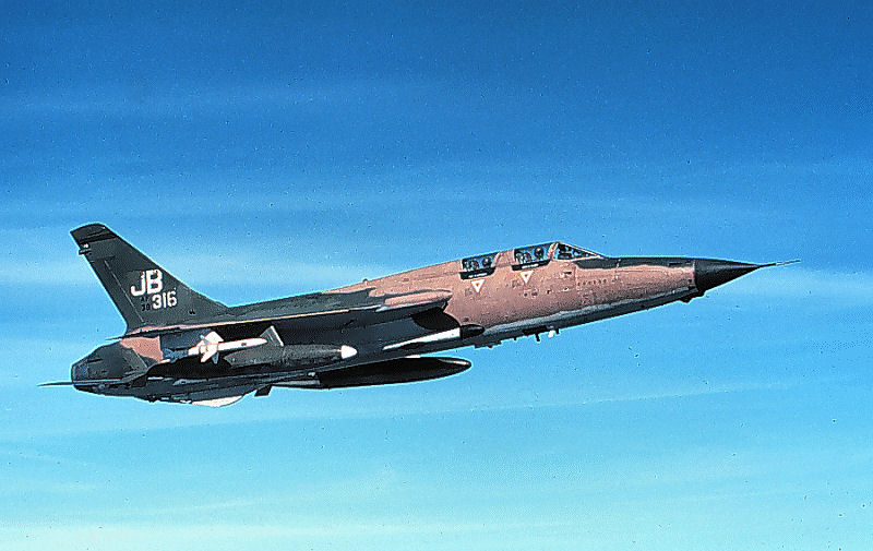 Republic F-105G Thunderchief de l'USAF en vol