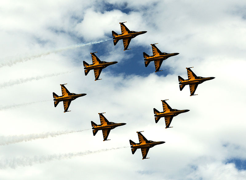 KAI T-50B Golden Eagle de la patrouille Black Eagles en formation