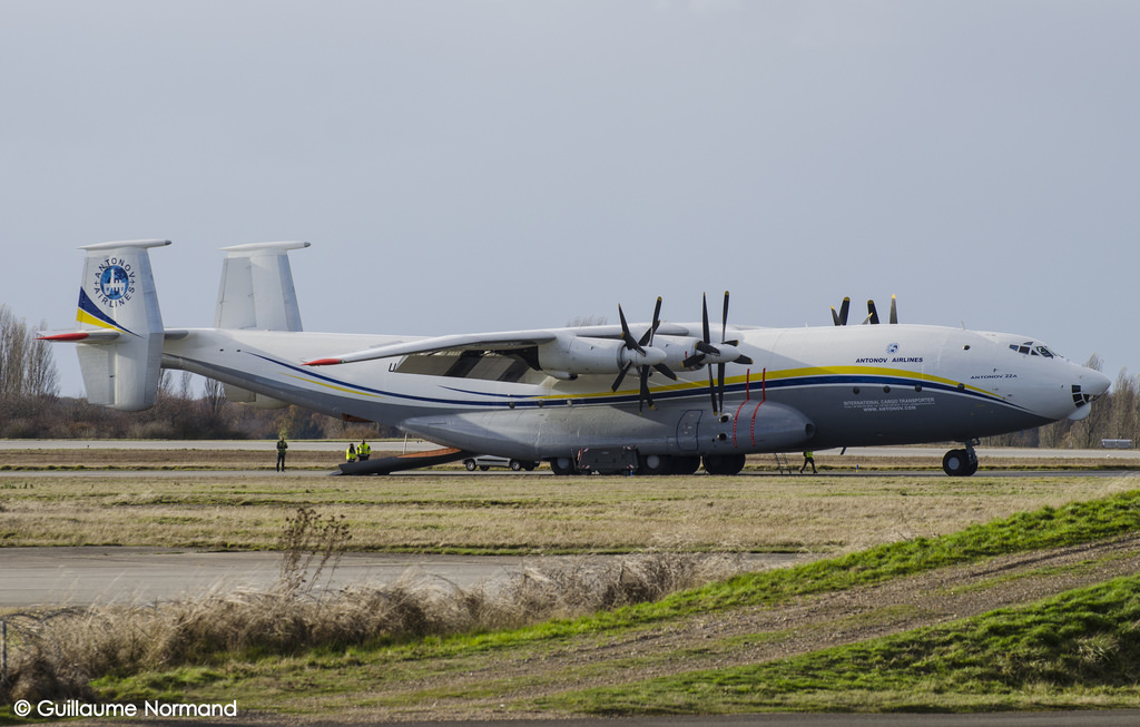 Antonov An-22 cock civil au sol par Gnormand