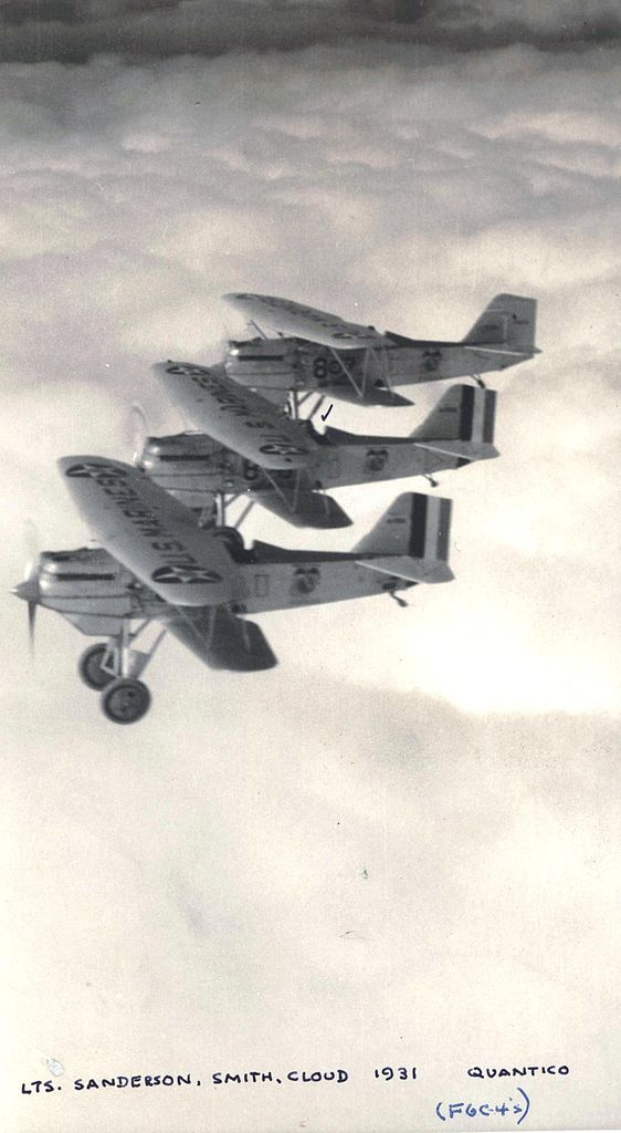 Curtiss F6C-4 Hawk de l'USMC en formation