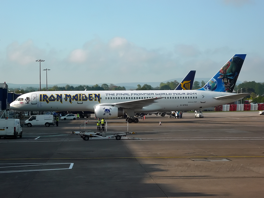 "Boeing 757-28A d'Iron Maiden ""Ed force One"""