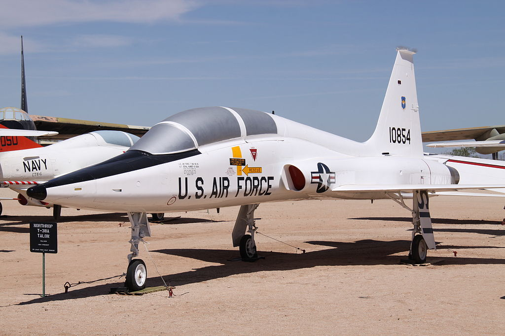Northrop T-38 Talon (AT-38B) au sol