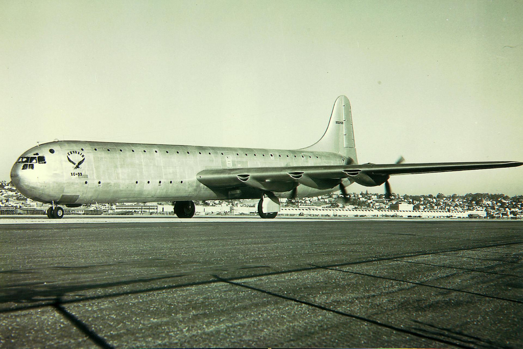 Convair XC-99 au sol sans son radar