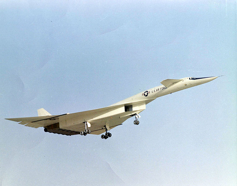 North American XB-70A Valkyrie à l'atterrissage