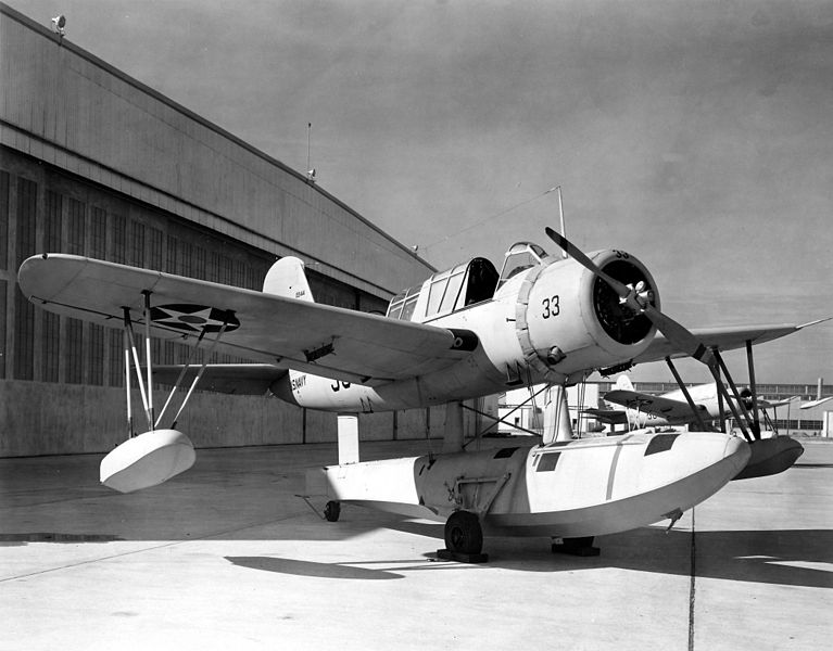 Vought OS2U-2 Kingfisher au sol