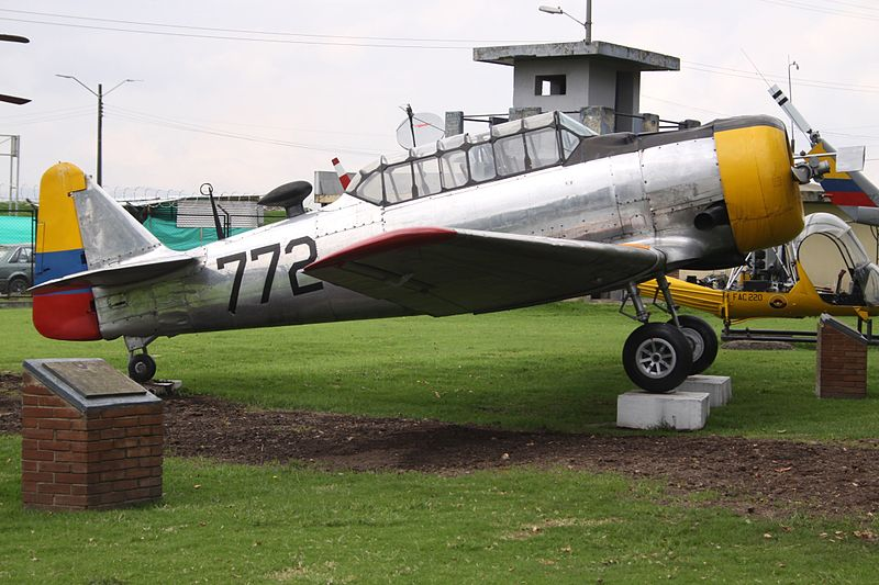 North American T-6D Texan colombien