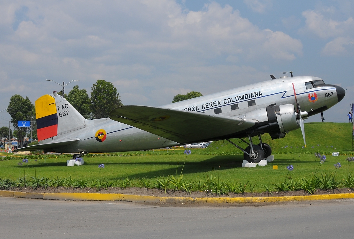 Douglas C-47A Dakota colombien