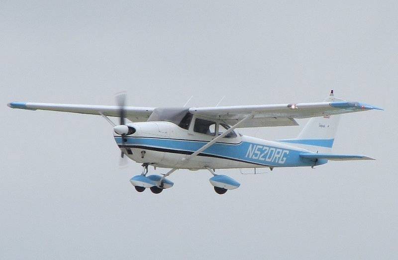 Cessna 172D civil en vol