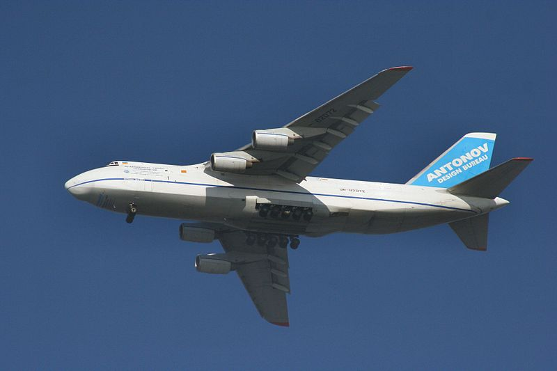 Antonov An-124-100 Condor en vol, train sorti