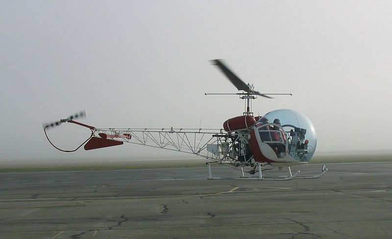 Bell 47G civil en sustentation