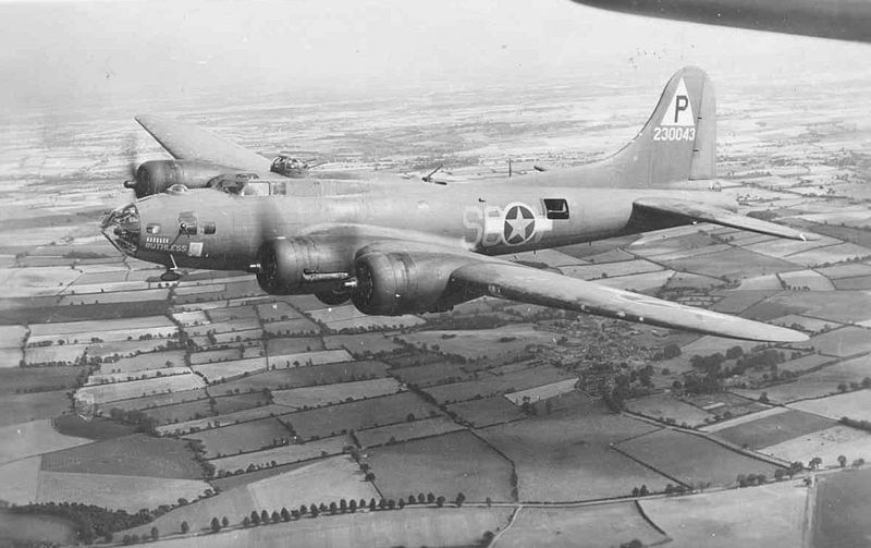 Boeing B-17F Flying Fortress de l'USAAF en vol