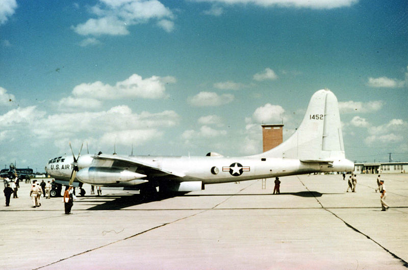 Boeing B-50 Superfortress (KB-50K) de l'USAF au sol