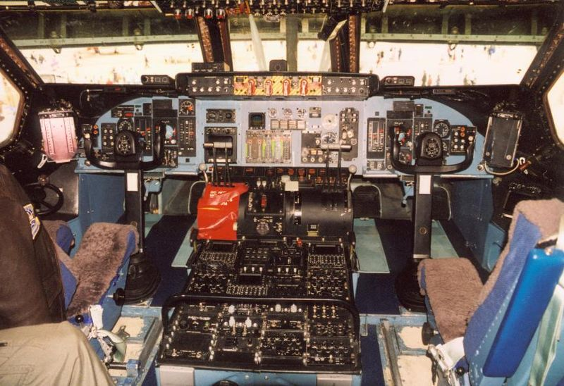 Lockheed C-5A Galaxy - Cockpit