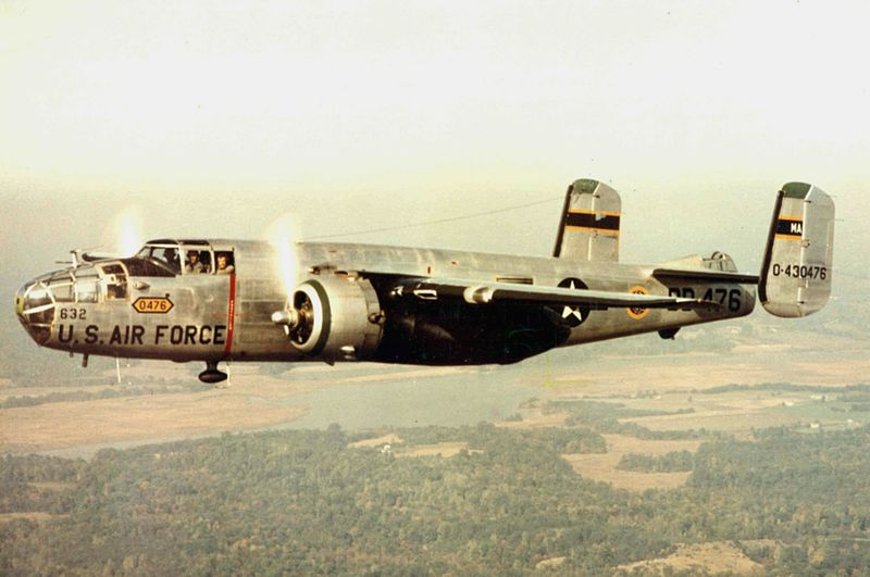 North American B-25 Mitchell (CB-25J) de l'USAF en vol