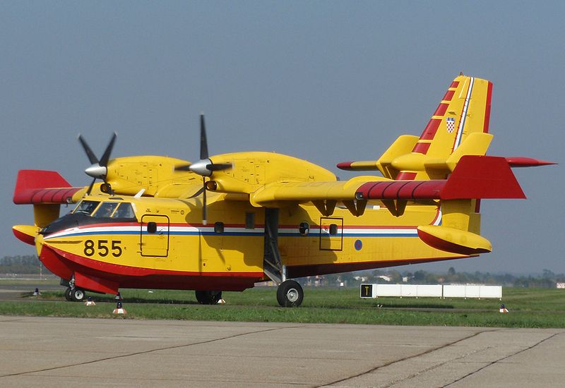 Canadair CL-415 croate au sol