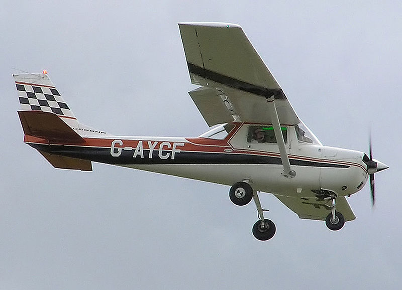 Cessna 150 (FA150K) civil en vol