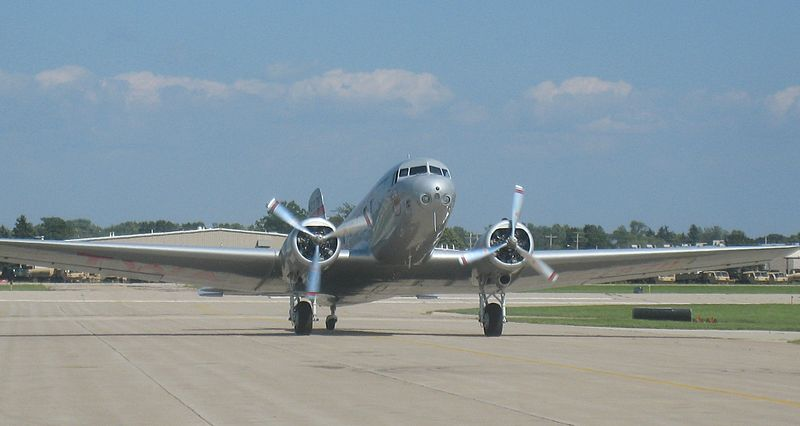 Douglas DC-2 civil de face