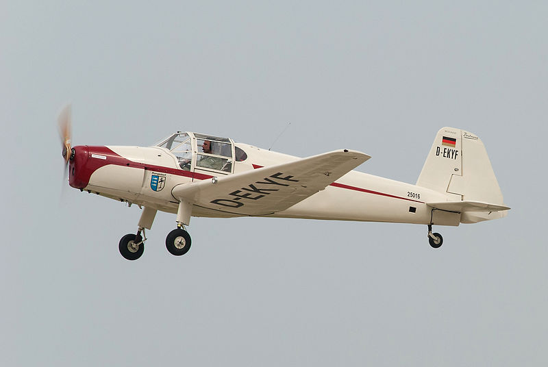 Bücker Bü 181 Bestmann civil en vol