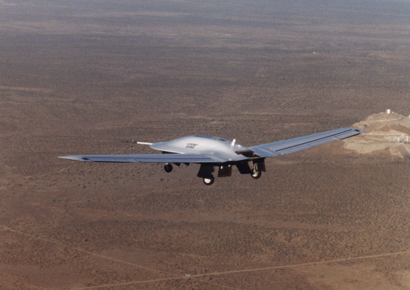 Lockheed-Martin RQ-3A DarkStar en vol train sorti