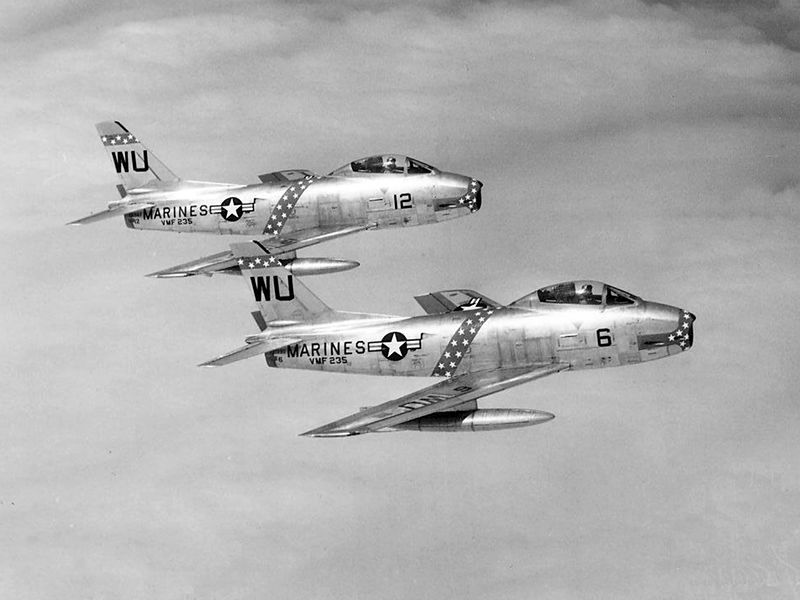 North American F-1 Fury (FJ-2) de l'USMC en vol