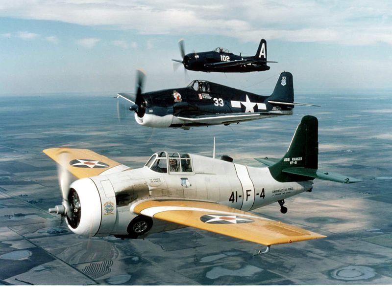 Grumman F4F Wildcat (FM-2) de collection en vol