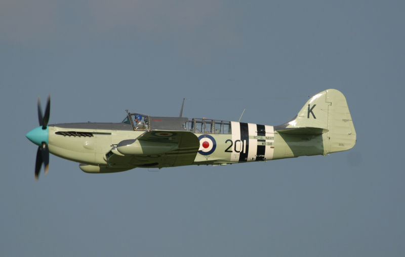 Fairey Firefly AS.6 aux couleurs de la Royal Navy en vol