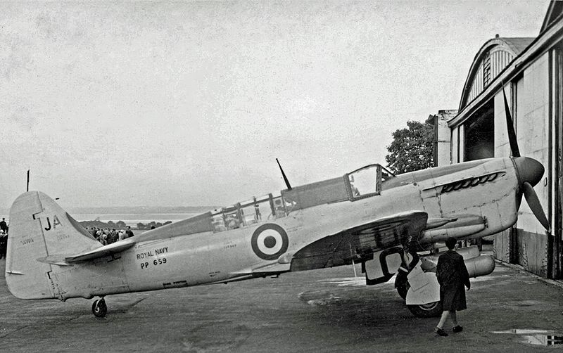 Fairey Firefly T.3 de la Royal Navy
