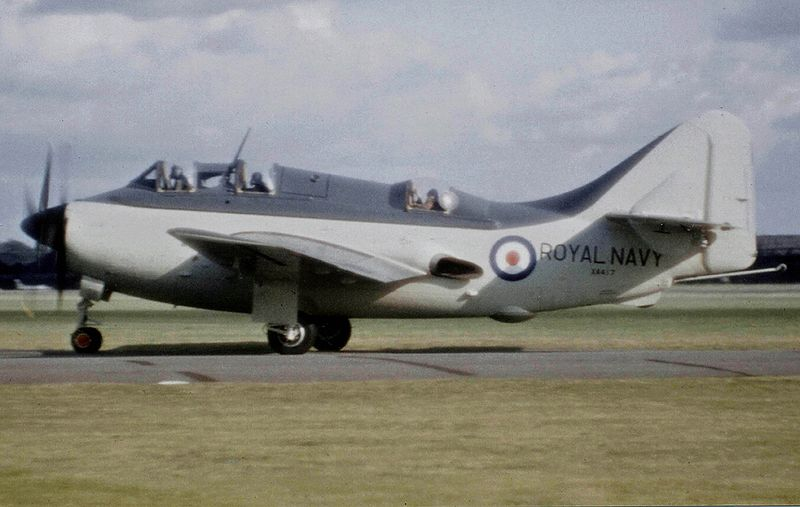 Fairey Gannet AS.4 de la Royal Navy au roulage