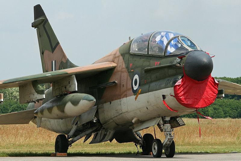 Le F4 C en camo guerre du Vietnam... - Page 4 800px-LTV_TA-7C_Corsair_II_156753_9167963755