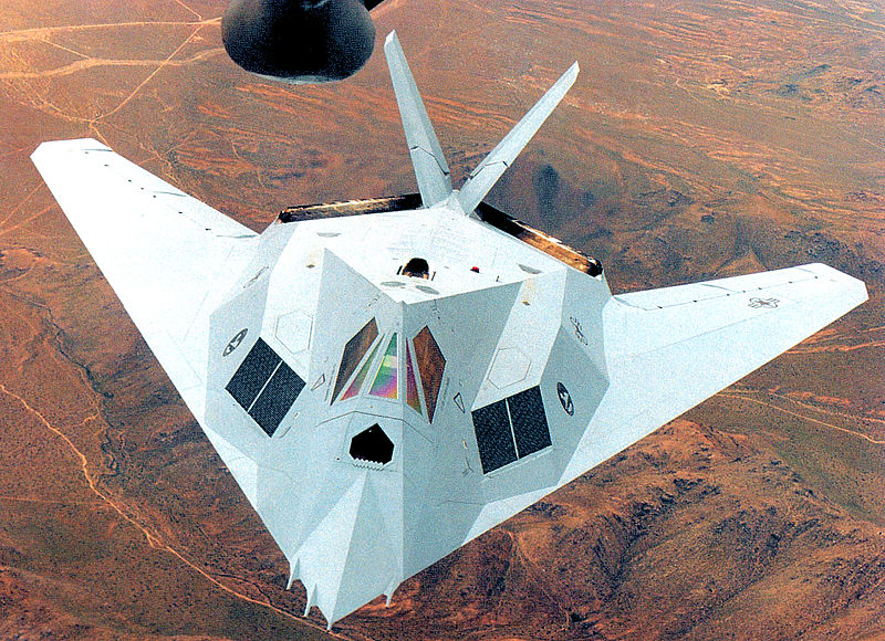 Lockheed F-117A Night Hawk gris en vol