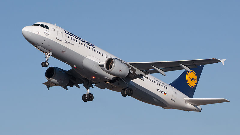 Airbus A320-200 de Lufthansa en vol train sorti