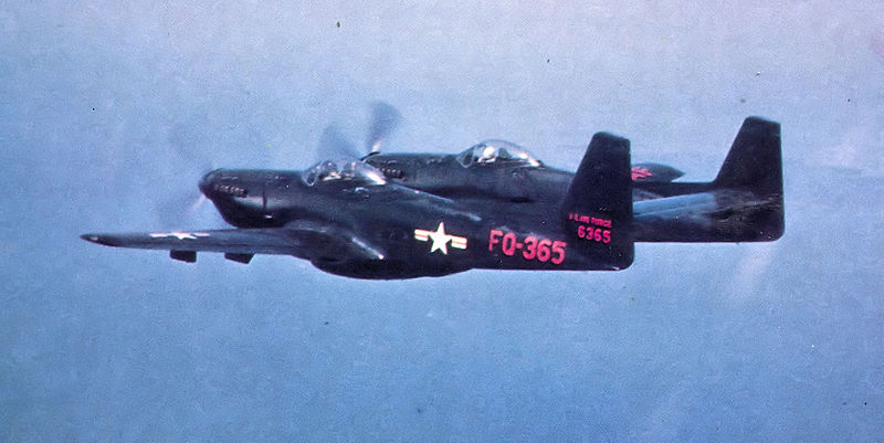 North American F-82G Twin Mustang de l'USAF en vol