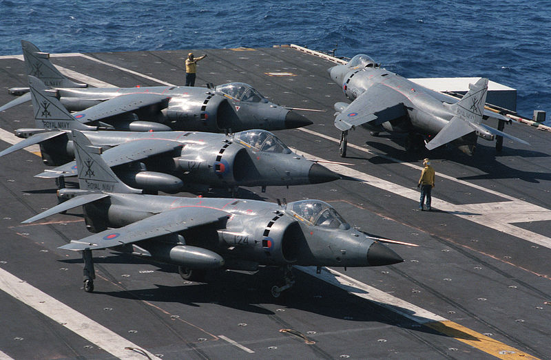 BAe Sea Harrier FRS.1 de la Royal Navy sur le pont