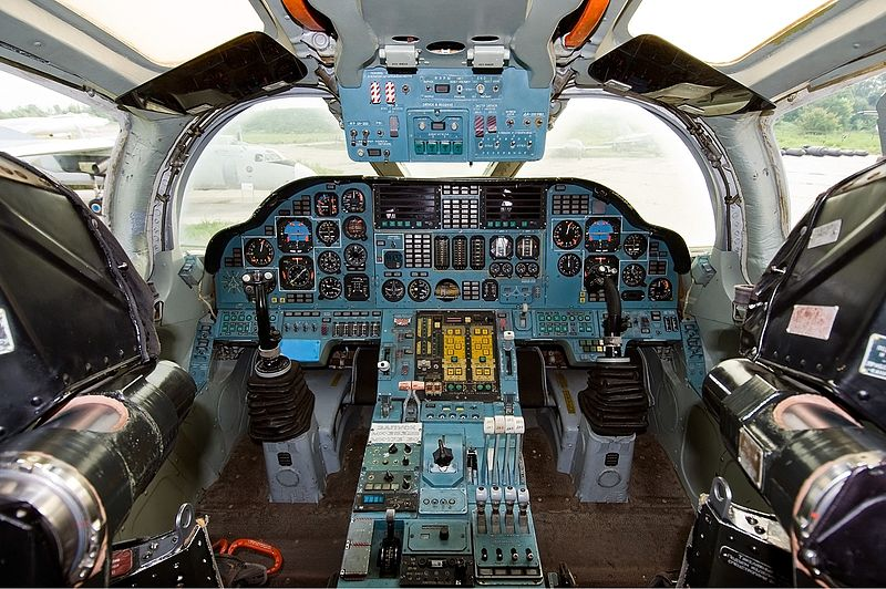 Tupolev Tu-160 Blackjack - Cockpit
