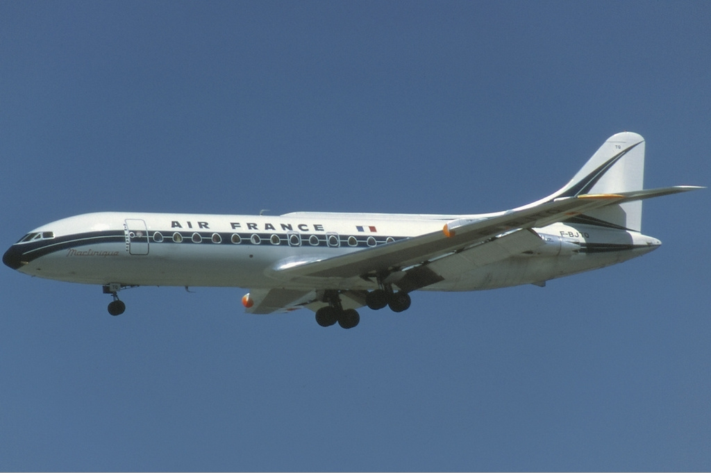 Sud-Est SE-210 Caravelle III d'Air France en vol train sorti