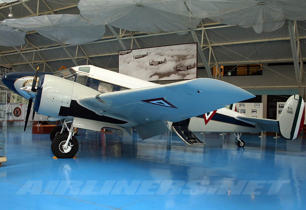 Beech 18 Twin Beech mexicain