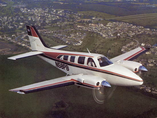 Beech 55 Baron (58P) civil en vol