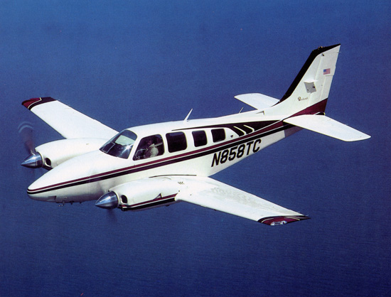 Beech 55 Baron (58TC) civil en vol